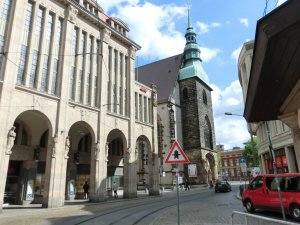 Kaufhaus und Frauenkirche